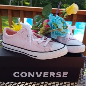 NIB Girls Pink Converse All Stars size 2